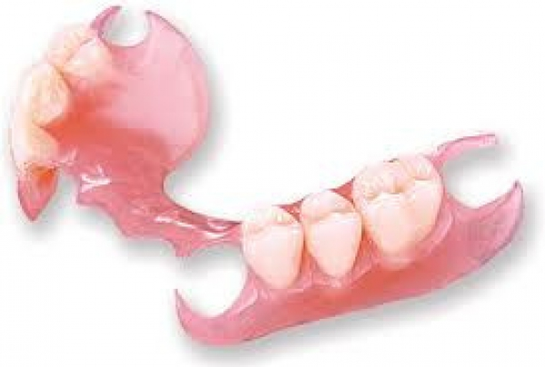 7 Tooth dentures upper/lower R1550